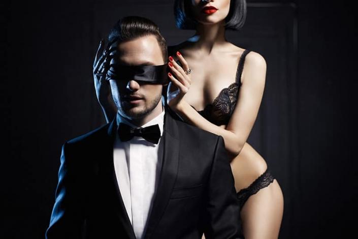 anonymný pár pred sexom