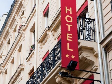 budova s nápisom hotel