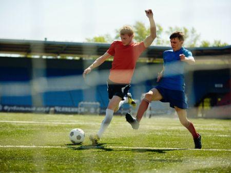 dvaja futbalisti pri hre