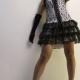 žena v korzete so sukňou