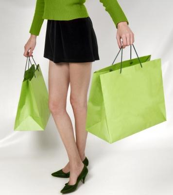 žena s nákupnými taškami