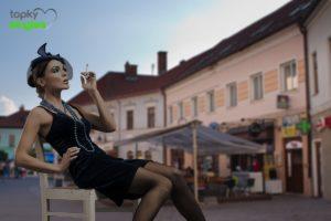 Sexy nahodená žena na námestí v Trenčíne