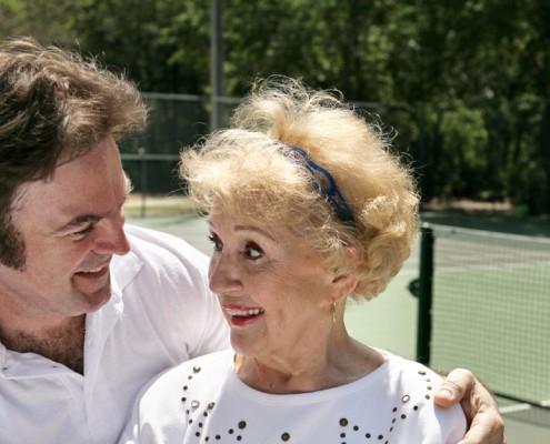 staršia žena s mladším mužom