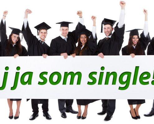 """Nezadaní akademici s nápisom: """"Aj ja som single!"""""""