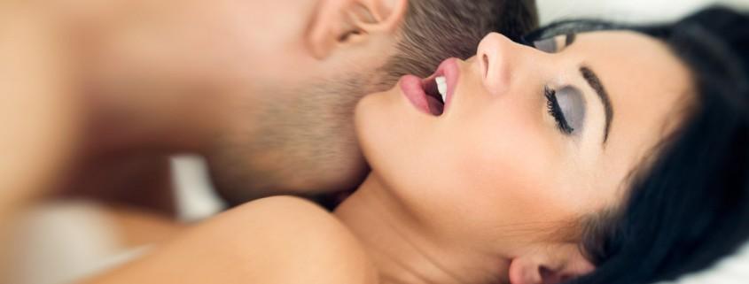 vášnivý pár v posteli