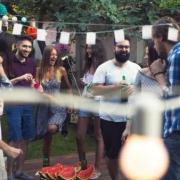 záhradná párty, ľudia tancujú