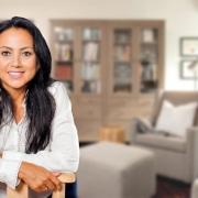 príťažlivá žena s dlhými tmavými vlasmi - psychologička