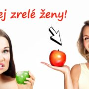 mladá žena s nezrelým jablkom a zrelá žena s červeným jablkom